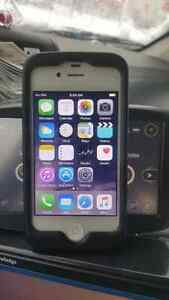 Iphone 4s white great shape 16 gb rogers chatr fido
