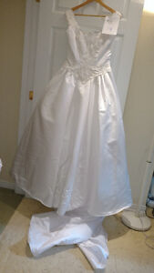 Sample wedding gowns.  UPCYCLE! $40 - DRESS 14