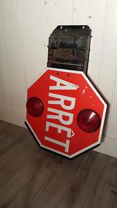 """Panneau de signalisation """"Arrêt"""" d'autobus"""