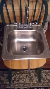 Bar sink complete with tap set