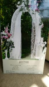 BNIB Pre-lit Garden Arch