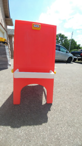 Easel by Little tikes