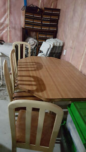 Dinette Table w/4 chairs