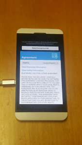 BlackBerry  Z10 black Bell white rogers GREAT CONDITION