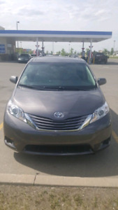2016 TOYOTA SIENNA LE WITH LOW LOW MILEAGE