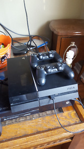 Playstation 4 PS4 w/ 2 controllers & 2 games