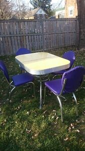 Dining set -1950s Yellow Cracked Ice Formica and Four Chairs Kitchener / Waterloo Kitchener Area image 1
