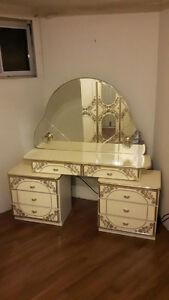 Vintage wardrobe and vanity/dresser Cambridge Kitchener Area image 2
