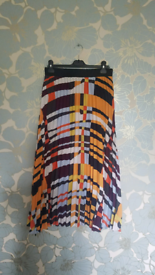 Boutique pleated maxi skirt
