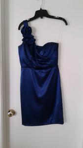 Robe de soirée gr : small  couleur bleu royale