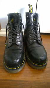 SELLING DOC MARTENS STEEL TOES (M SIZE 7)