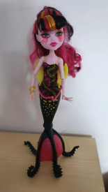 Monster High Draculaura Great Scarrier Reef Doll mermaid tail tentacle