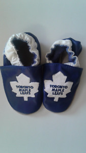 Toronto Maple leafs baby slip on in very good condition