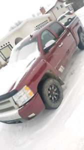 2008 Chevrolet Silverado LT 4x4 low kms!!