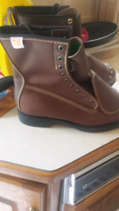Mens work boots Size 10.5 laces included