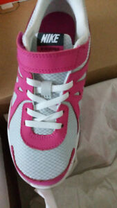 Brand new shoes - Girl size 2,3 -- lots