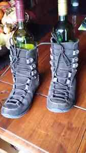 Winter chocolate brown winter booths size7 Cambridge Kitchener Area image 2