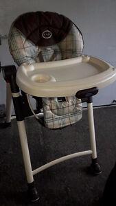 chaise haute en bonne état
