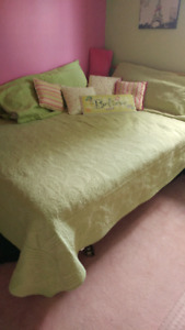 Twin bedroom quilt and accessories