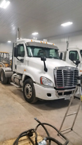 2008 Frieghtliner Cascadia Day Cab