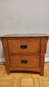 Solid Night Stand/Wooden Drawers/Dresser in Excellent Condition