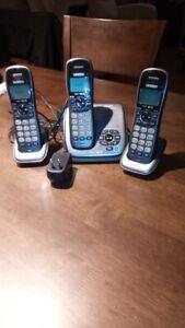 Téléphone sans fil 3 combinés avec répondeur UNIDEN