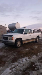 Wanted. 96-98 chevs. And older 4x4s