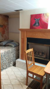 Clean Furnished Room (Quiet & Safe Neighborhood) -Near McMaster~