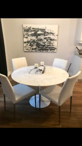Tulip round table marble