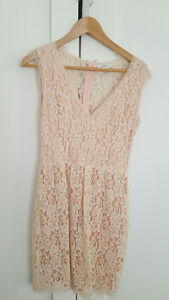 ARITZIA dresses for sale - very good condition