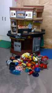 Play Kitchen and food, BBQ and vacuum