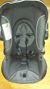 Safety 1st infant Car Seat Kingston Kingston Area image 1