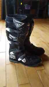 Motorcross boots and roost guard