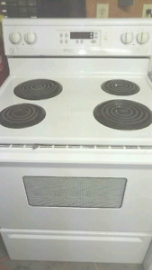 Clean fully working maytag stove