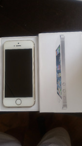 Iphone 5/16GB Silver/White color in mint condition