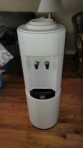 Heavy duty water cooler