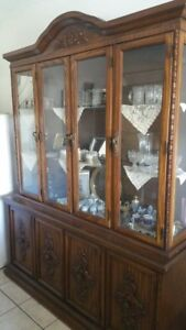 Nish for dining room in excellent condition  of two pieces