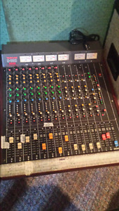 console tascam 8 entrees