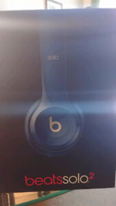BLUE BEATS SOLO 2 MINT CONDITON. ONLY $140 or trade
