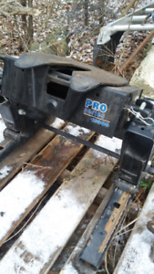 5th Wheel Sliding Reese Hitch new cond