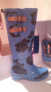 Pajar rain boots.