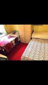 Nice clean room share with sky tv in Forestgate
