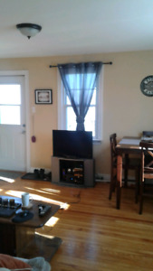 21 Central,1 Bdrm Flat,Heat,Hot W,4 Aplns,Balcony, Parkg