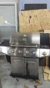 Kenmore BBQ, cover and propane. 150$ West Island Greater Montréal image 1