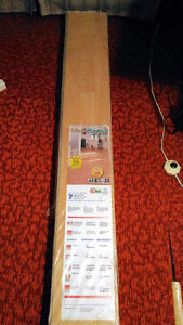 Une boîte de plancher stratifié de 20,3 pi2 /1,88 m2