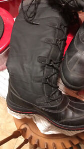 Cougar women's  winter boots size 9