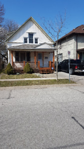 St.Catharines-Large 3 Bedroom House for Rent - Large Backyard