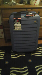 it LUGGAGE - brand new set