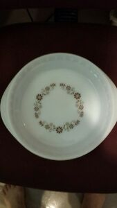 Vintage Pyr-o-ray Dynaware Brown Daisy milk glass pie plate