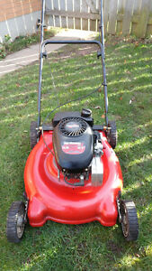 LAWNMOWER 4.5 TECUMSEH ENGINE.